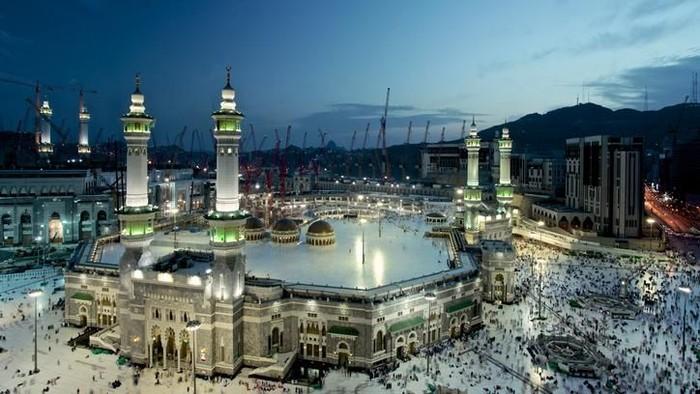 Beautiful sunrise from the city of makkah
