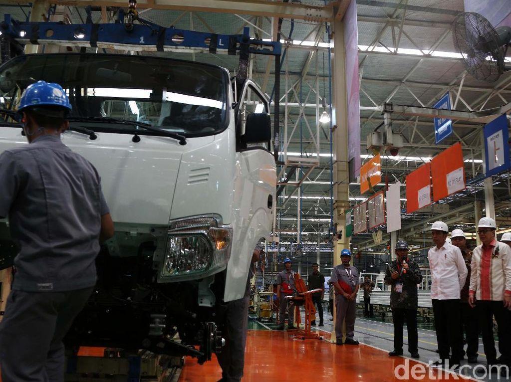 Video: Jokowi Lepas Ekspor Perdana 6 Ribu Mobil Pikap ke Filipina