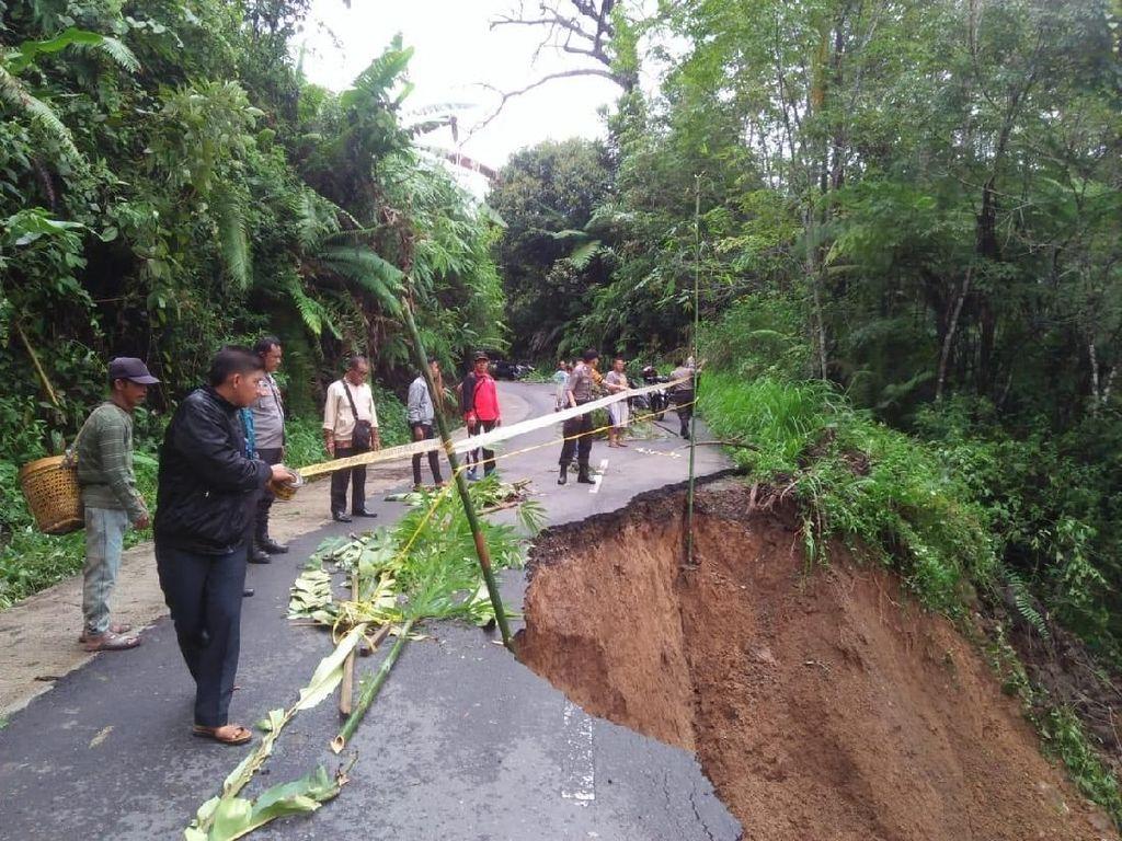 Jalan Penghubung Kabupaten di Jambi Amblas, Polisi Minta Warga Waspada