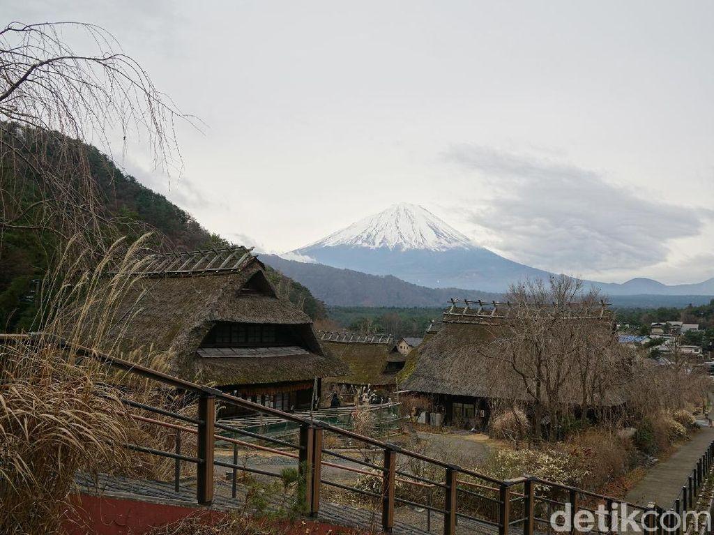 Potret Desa Penyembuh di Kaki Gunung