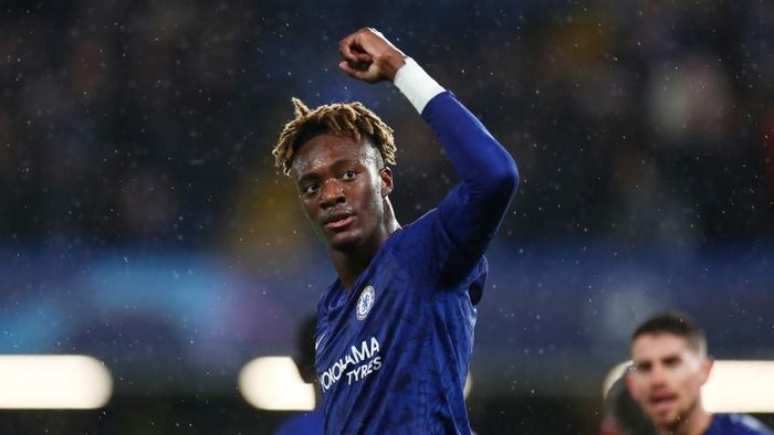 LONDON, ENGLAND - DECEMBER 10: Tammy Abraham of Chelsea celebrates after scoring his teams first goal during the UEFA Champions League group H match between Chelsea FC and Lille OSC at Stamford Bridge on December 10, 2019 in London, United Kingdom. (Photo by Clive Rose/Getty Images)