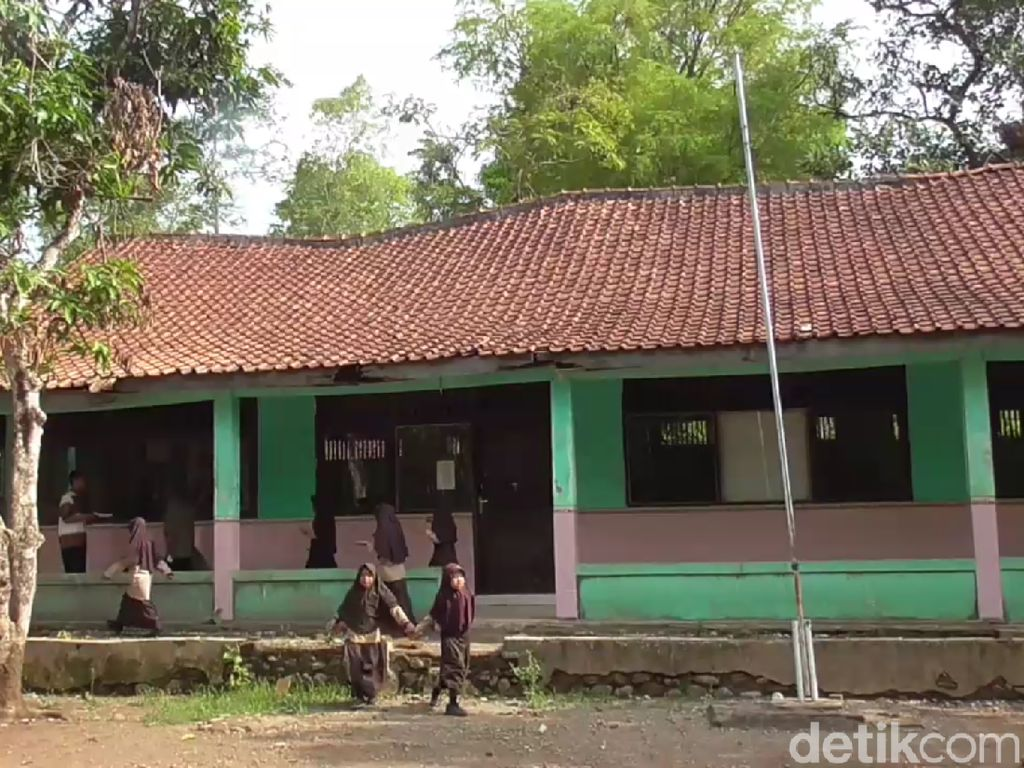 SD di Brebes Rawan Ambruk, Siswa Diungsikan di Gedung Madrasah