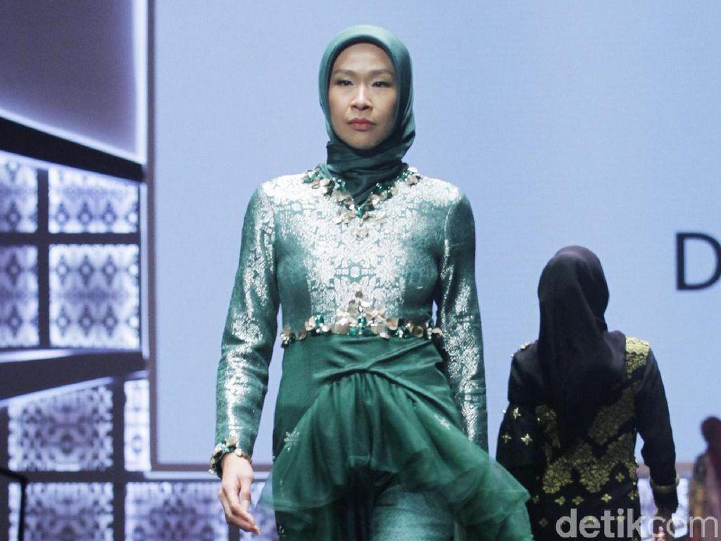 Foto: Keindahan Songket Riau di Busana Muslim Karya Dian Pelangi