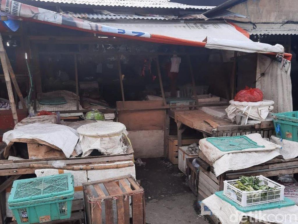 Dipatuk Anak Kobra, Pedagang Sayur di Depok Dilarikan ke RS