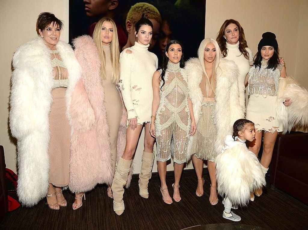 Intip Momen Makan Enak Keluarga Besar Kardashian yang Kompak