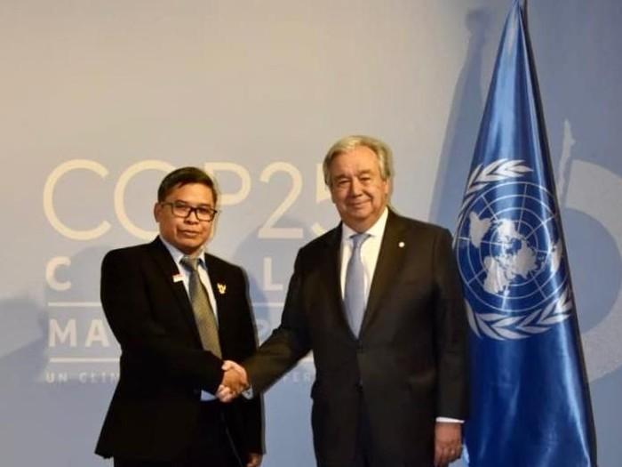 Foto: Wamen LHK dan Sekjen PBB (dok. Sekretariat Delegasi Indonesia)