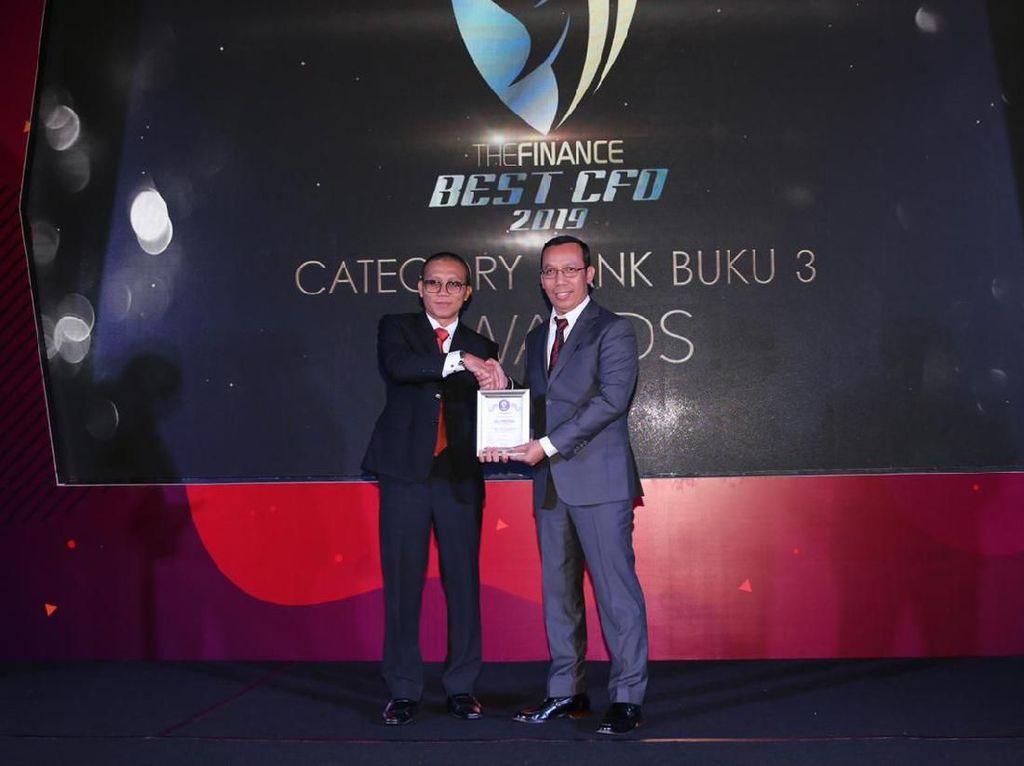 Direktur Keuangan Bank DKI Raih Best Chief Financial Officer