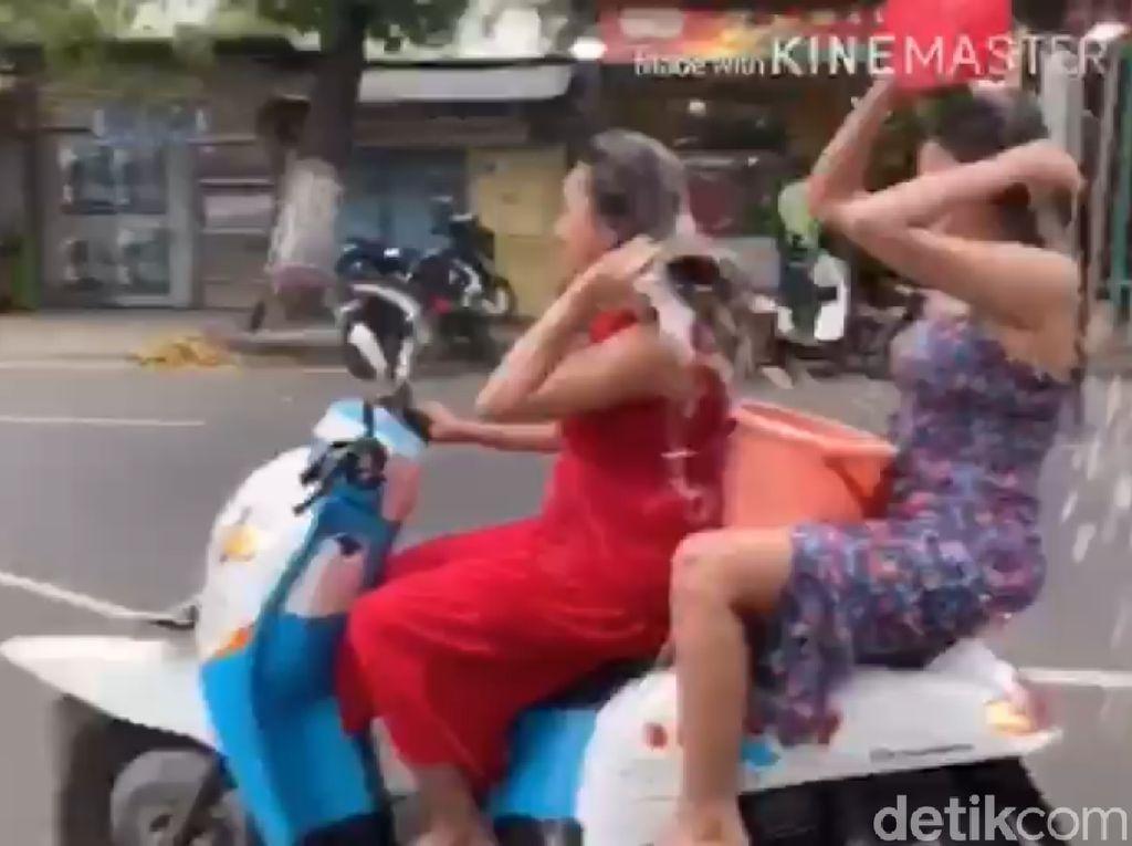 2 Wanita yang Kendarai Motor Sambil Keramas Mangkir, Ini Upaya Polisi