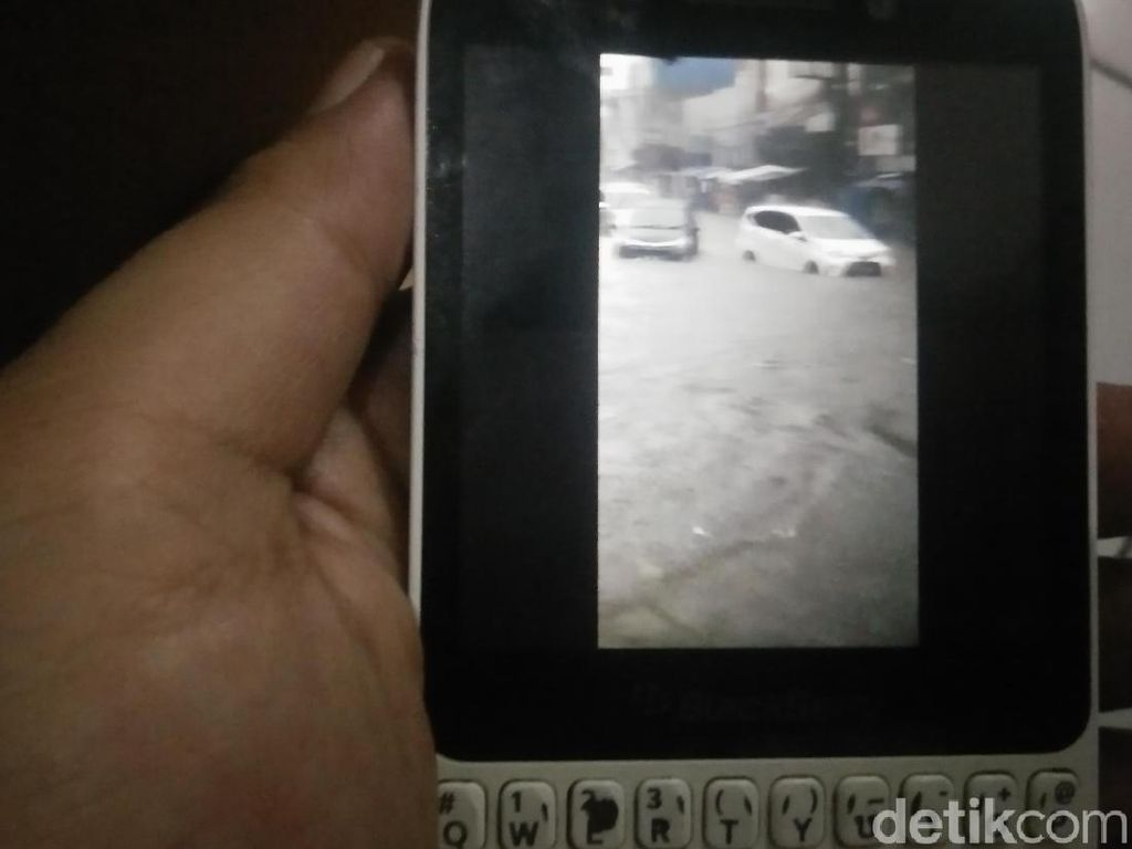 Hujan Deras, 31 Titik di Kota Bandung Terendam Banjir