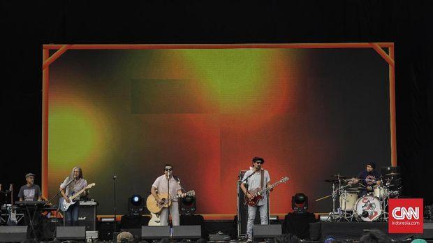 Penampilan grup band Naif dalam konser Joyland. Jakarta, Minggu, 9 Desember 2019. CNNIndonesia/Adhi Wicaksono.