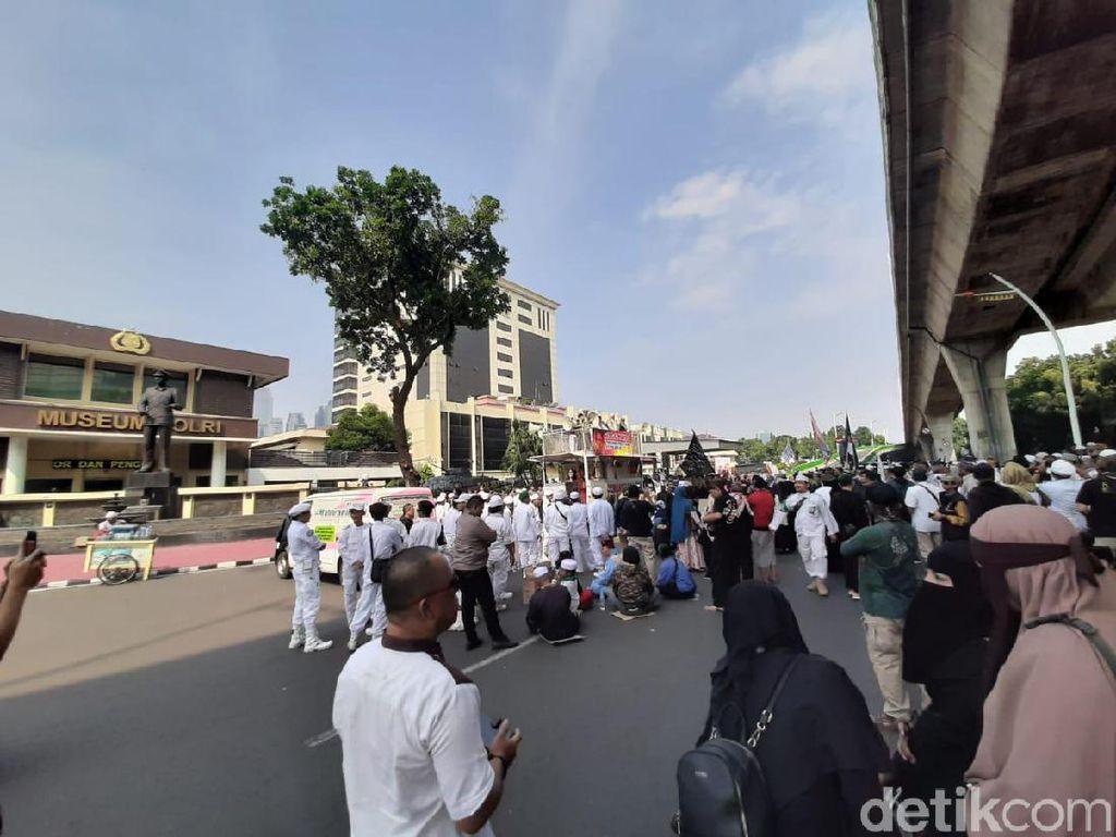 Ada Demo Sukmawati-Gus Muwafiq di Bareskrim, Polisi Lakukan Rekayasa Lalin