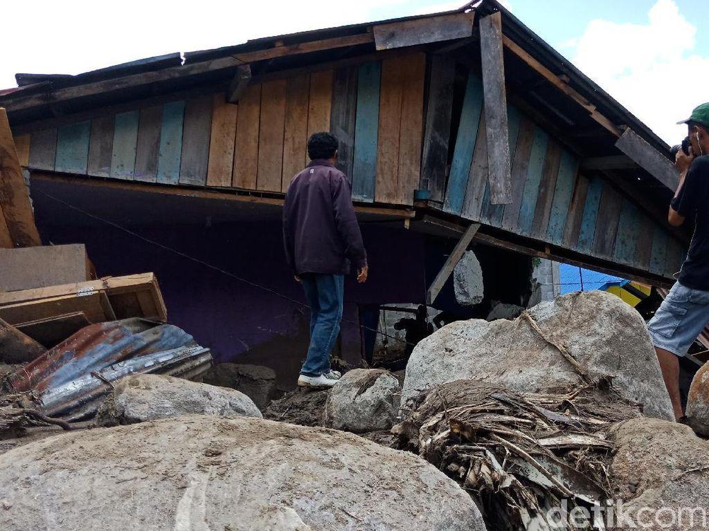 Banjir Bandang Sigi, Terjangan Batu dan Kayu Rusak Rumah Warga