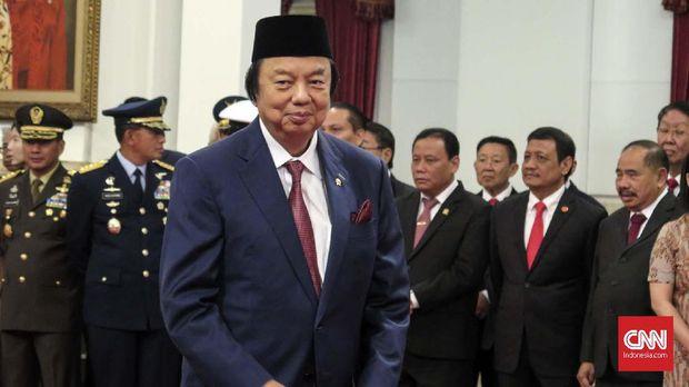 Dato Sri Tahir dilantik Presiden Joko Widodo sebagai Wantimpres di Istana Negara, Jakarta, Jumat (13/12).