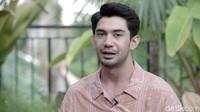 Pengakuan Reza Rahadian Jadi Mualaf Bukan untuk Tuai Sorotan