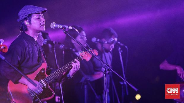 Penampilan grup band Efek Rumah Kaca dalam konser Joyland. Jakarta, Minggu, 9 Desember 2019. CNNIndonesia/Adhi Wicaksono.