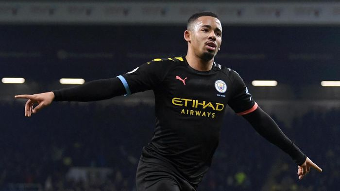 BURNLEY, ENGLAND - DECEMBER 03: Gabriel Jesus of Manchester City scores his teams first goal during the Premier League match between Burnley FC and Manchester City at Turf Moor on December 03, 2019 in Burnley, United Kingdom. (Photo by Stu Forster/Getty Images)