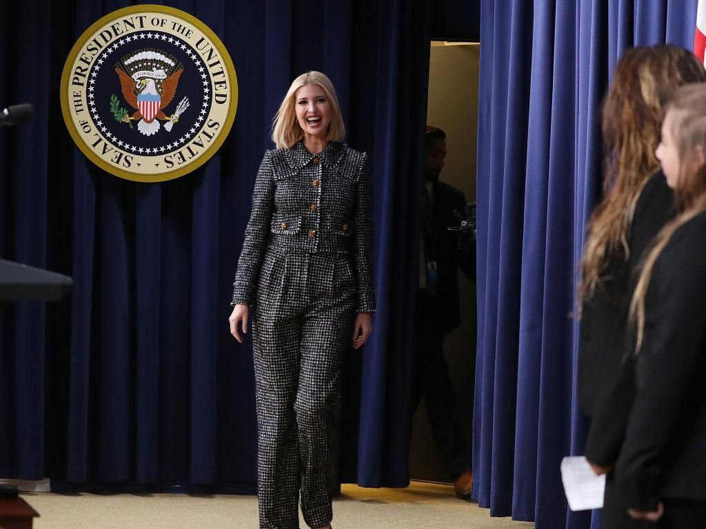 Lagi Hangat Pemakzulan Trump, Ivanka Modis Pakai Baju Rp 56 Juta