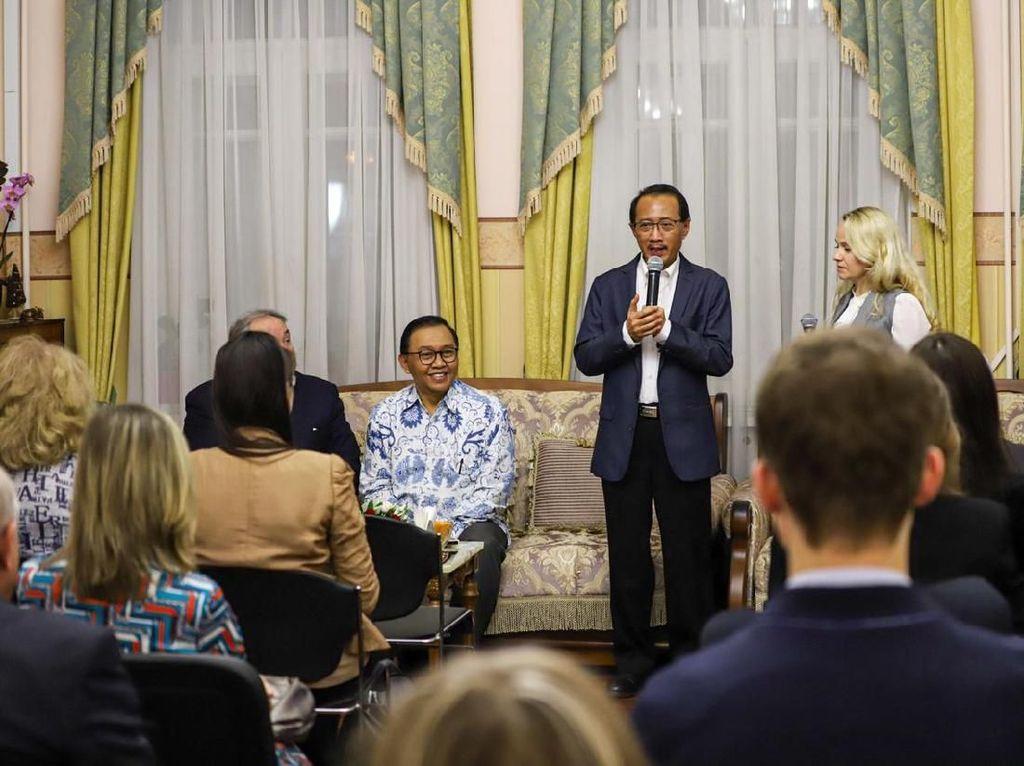 Cerita Warga Rusia soal Kecintaannya Terhadap Seni dan Budaya Indonesia