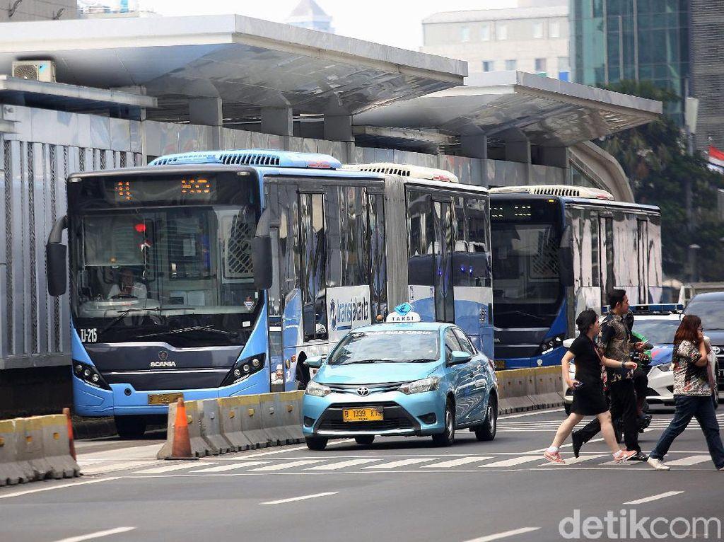Sebelum Meninggal di Halte Slipi Petamburan, Penumpang TransJ Pingsan di Bus