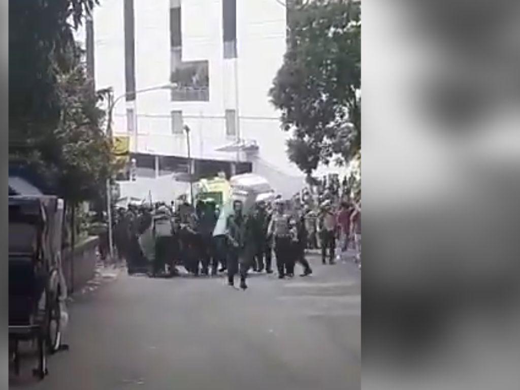 Video: Polri Periksa Anggotanya Terkait Kericuhan di Tamansari