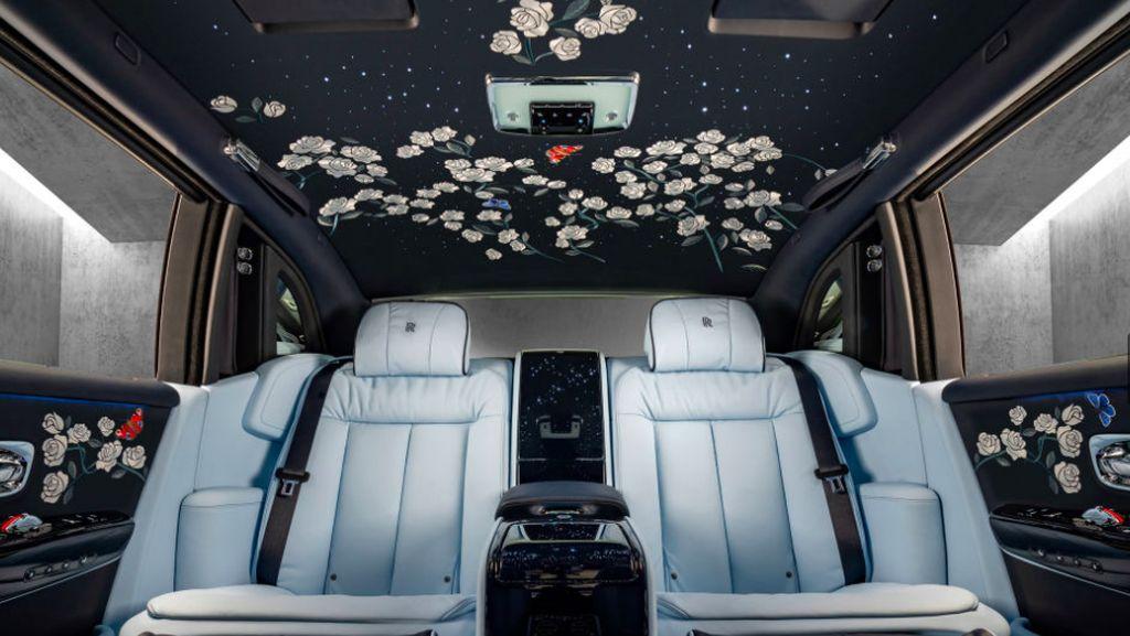 Rolls-Royce Edisi Khusus, Dalam Kabinnya Penuh Bunga