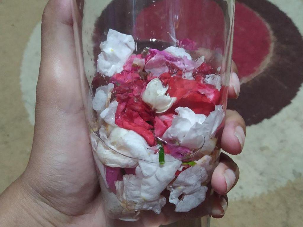 Viral Minum Infused Water Pakai Kembang 7 Rupa, Anti Pelet?