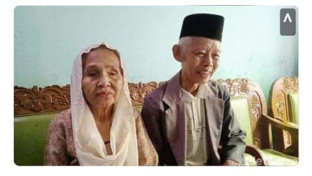 Pasangan kakek dan nenek yang viral di KA Prameks