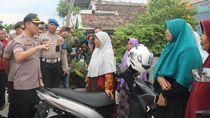 Polisi Dirikan Posko Pengungsian di Kawasan Gresik yang Langganan Banjir