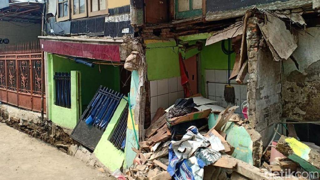 Kondisi Rumah Ambruk di Matraman Akibat Proyek Saluran Air
