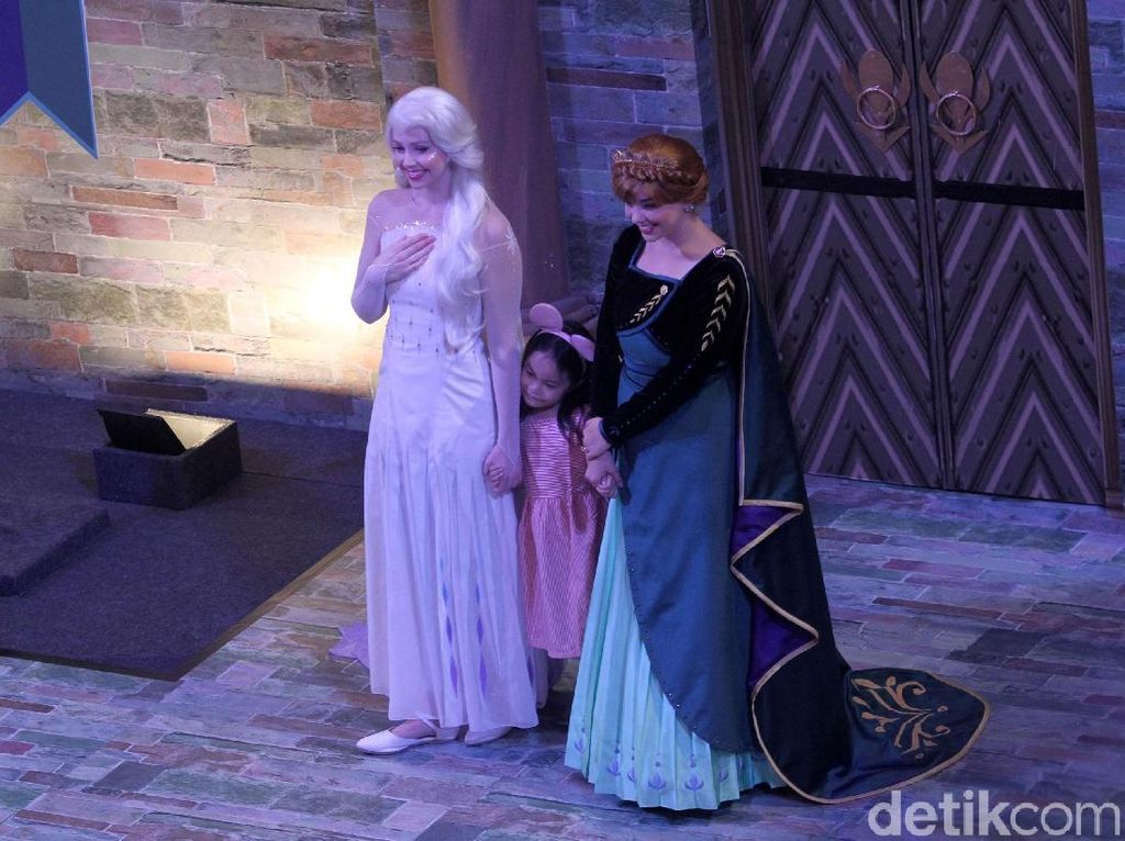 Elsa dan Anna Sapa Anak-anak di Jakarta