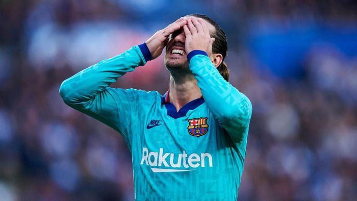 Griezmann kecewa dengan hasil imbang yang diraih Barcelona. Foto: Juan Manuel Serrano Arce/Getty Images