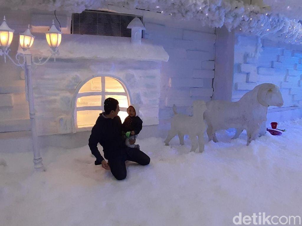 Frozen World, Wahana Musim Dingin dengan Salju Lembut di Malang
