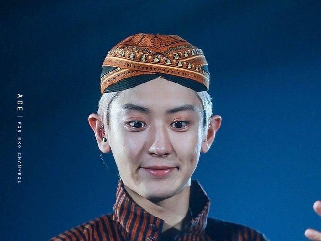 Manggung di HUT Transmedia, Lihat EXO Tampil Lokal Pakai Batik Hingga Lurik
