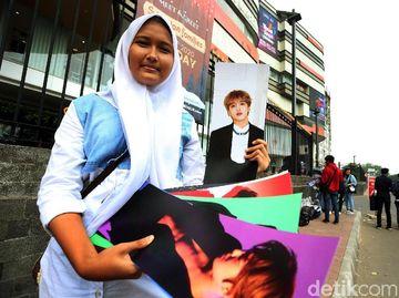 Pedagang Merchandise EXO Membludak di TSM Cibubur