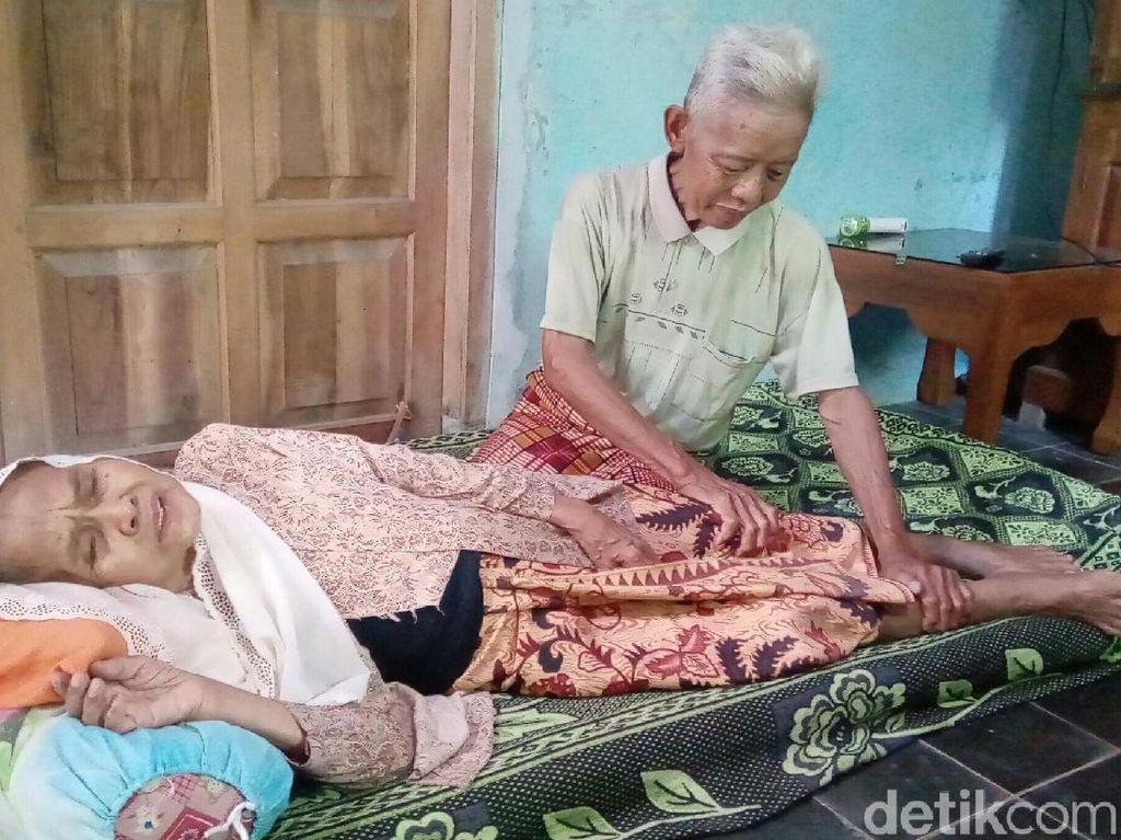 Videonya Viral, Nenek Tidur Dipangku Kakek di KA Prameks karena...