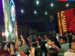 Antusiasme di HUT Transmedia TSM Bali, Penonton Setia Tunggu Aksi Idola