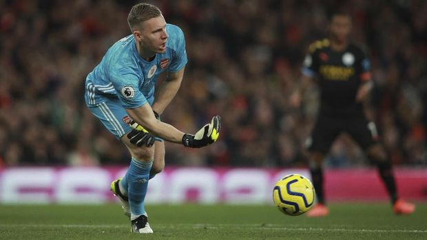Arsenal's goalkeeper Bernd Leno plays the ball during the English Premier League soccer match between Arsenal and Manchester City, at the Emirates Stadium in London, Sunday, Dec. 15, 2019. (AP Photo/Ian Walton)
