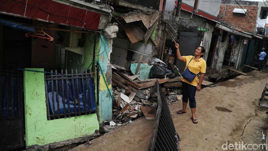 Penampakan Rumah yang Ambruk Gegara Proyek DKI