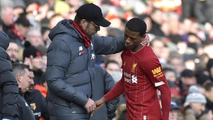 Liverpools manager Jurgen Klopp, left, talks to Liverpools Georginio Wijnaldum after he suffered an injury during the English Premier League soccer match between Liverpool and Watford at Anfield stadium in Liverpool, England, Saturday, Dec. 14, 2019. (AP Photo/Rui Vieira)