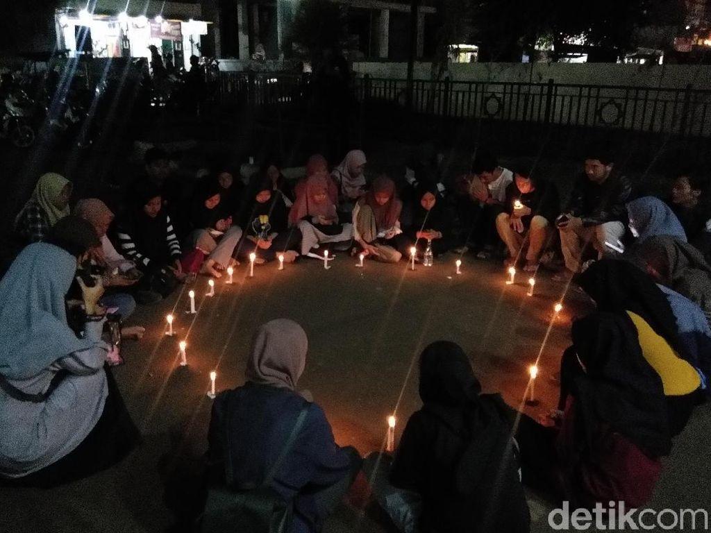 Aksi Nyalakan Lilin untuk Asmaul Husna yang Tewas Dibunuh Kekasih