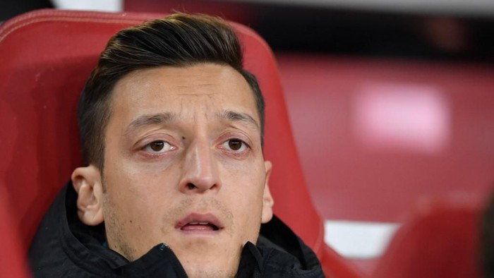 Arsenals German midfielder Mesut Ozil looks on from the bench during their UEFA Europa league Group F football match between Arsenal and Eintracht Frankfurt at the Emirates stadium in London on November 28, 2019. (Photo by DANIEL LEAL-OLIVAS / AFP)