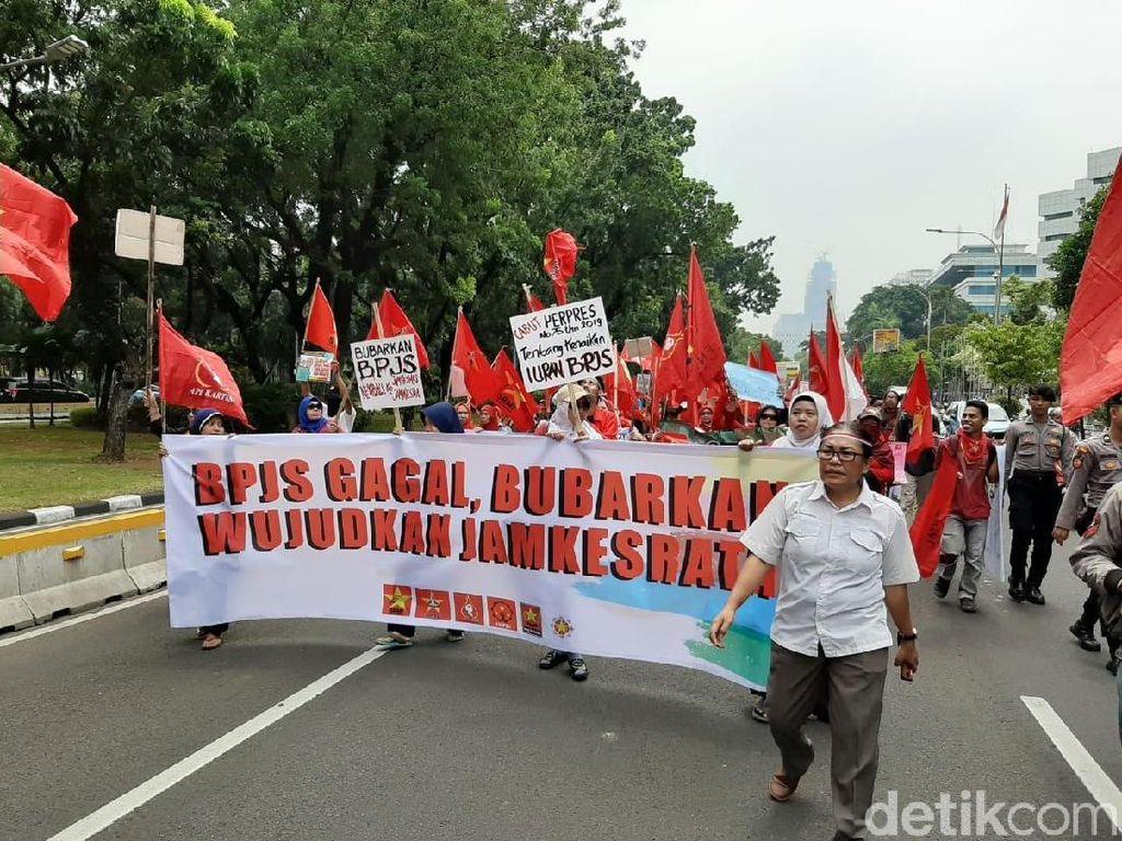 Massa Demo soal BPJS Kesehatan di Depan Istana, Lalin Sempat Tersendat