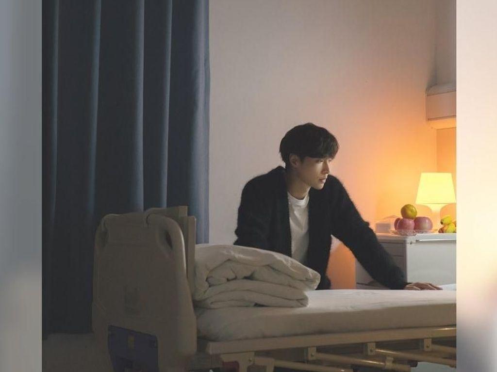 Persembahkan Lagu untuk Mendiang Nenek, Lay EXO Bikin Haru