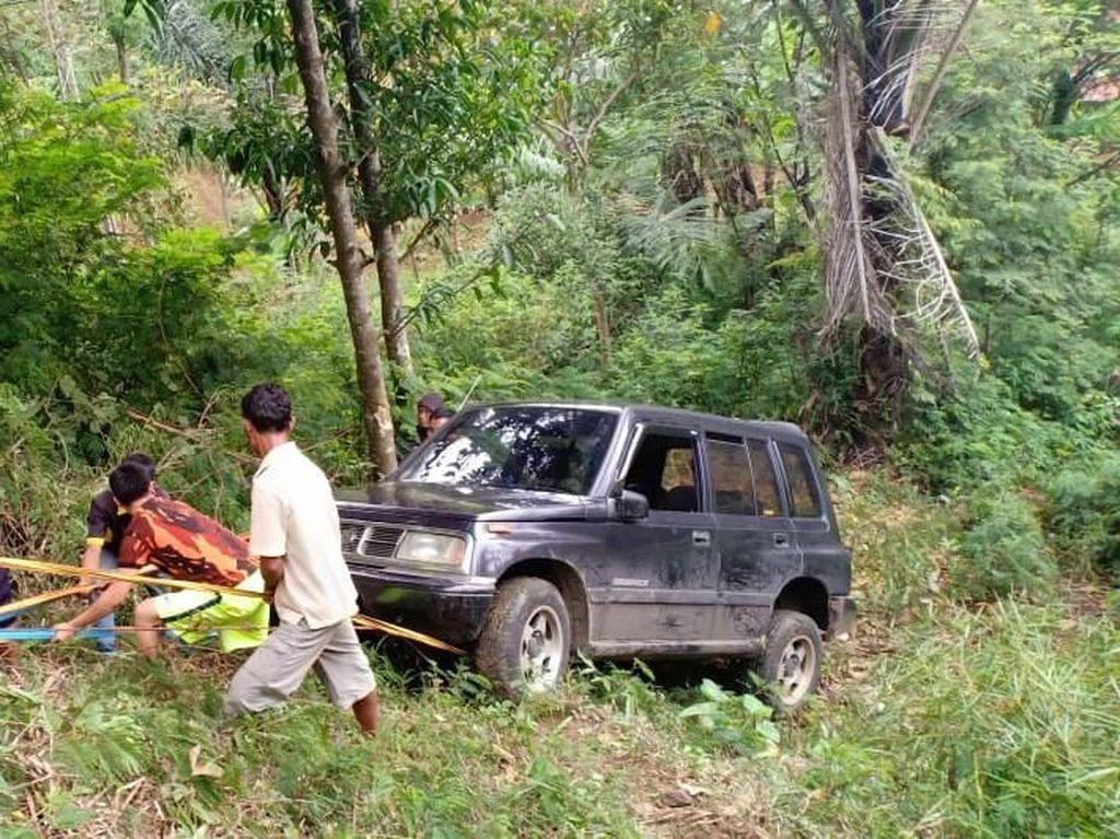 Mobil Terjun ke Jurang di Cianjur, 4 Orang Luka