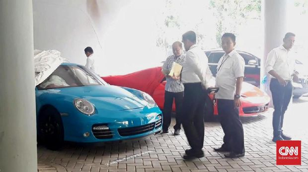 Komunitas Protes Cara Polisi Sita Mobil Mewah di Surabaya