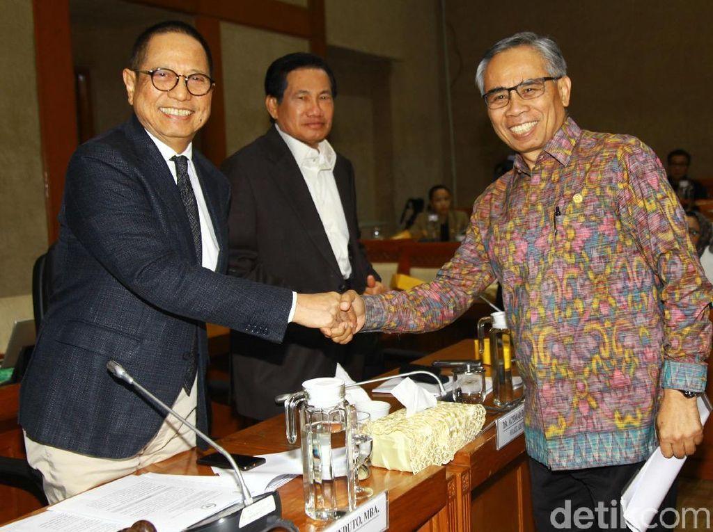 Komisi XI Ratas dengan OJK