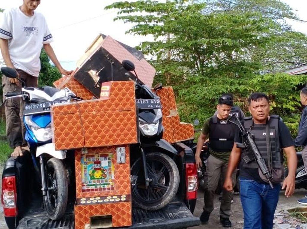 Gerebek Tempat Judi di Medan, 16 Mesin Jackpot-6 Motor Disita