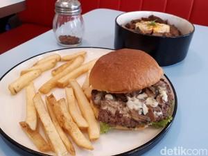 Salty Boys: Nyuuss! Burger Juicy dan Rice Bowl Daging di Kafe Retro