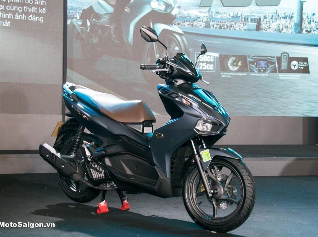 Tampang Honda Air Blade 150, Si Penantang Yamaha Aerox 155