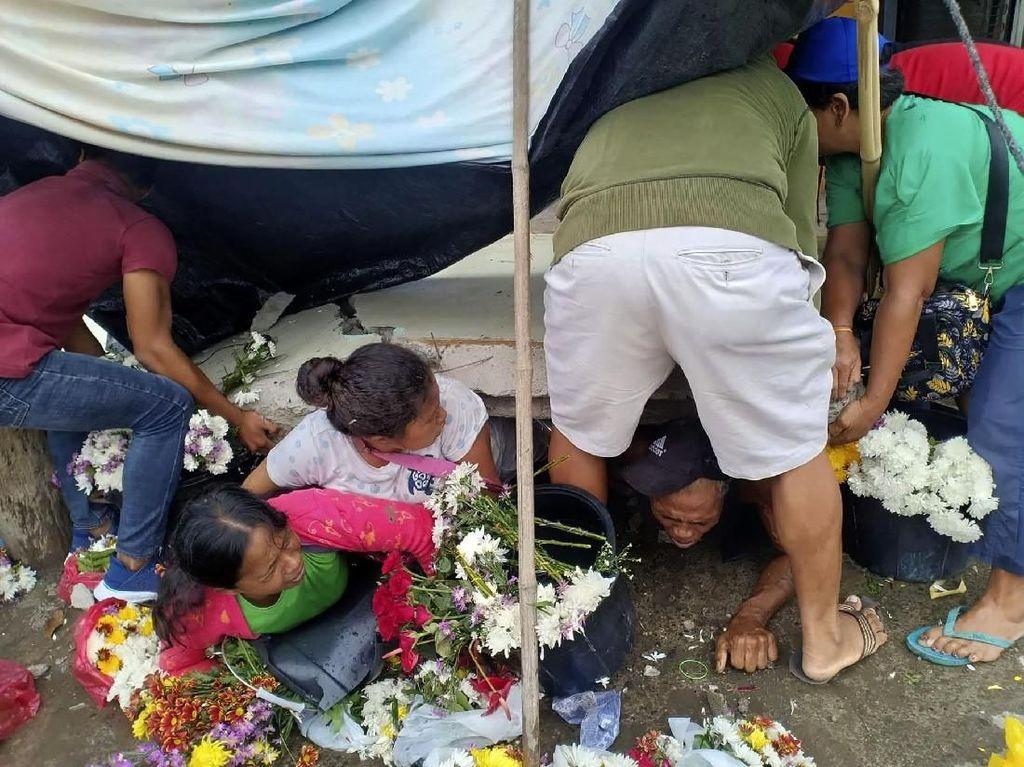 Momen Dramatis Evakuasi Korban Gempa Filipina